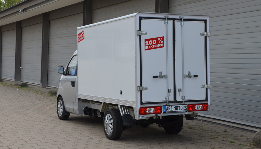 05—ARI-901-mit-Kofferaufbau-Heckansicht