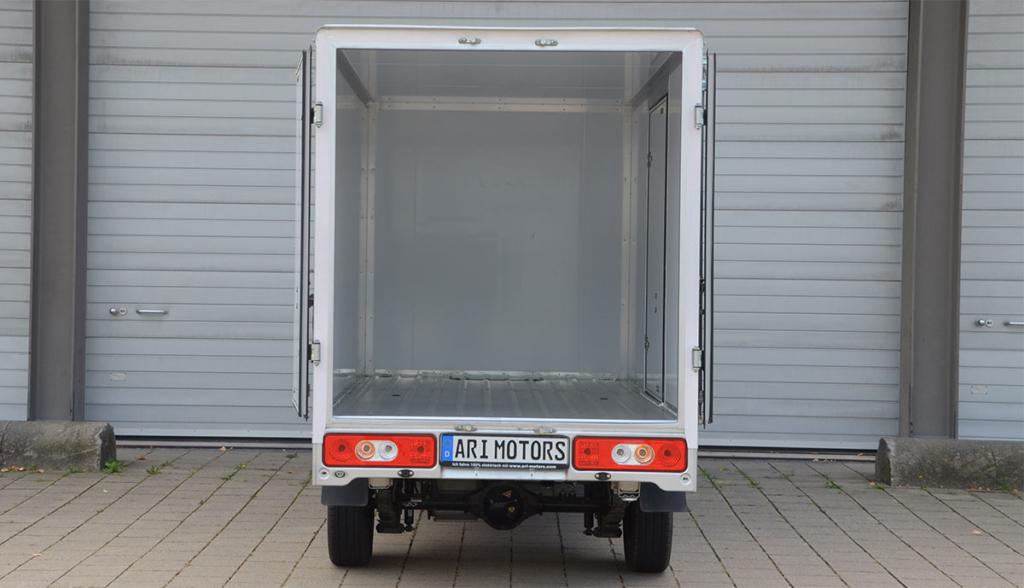 06—ARI-901-mit-Kofferaufbau-Laderaum