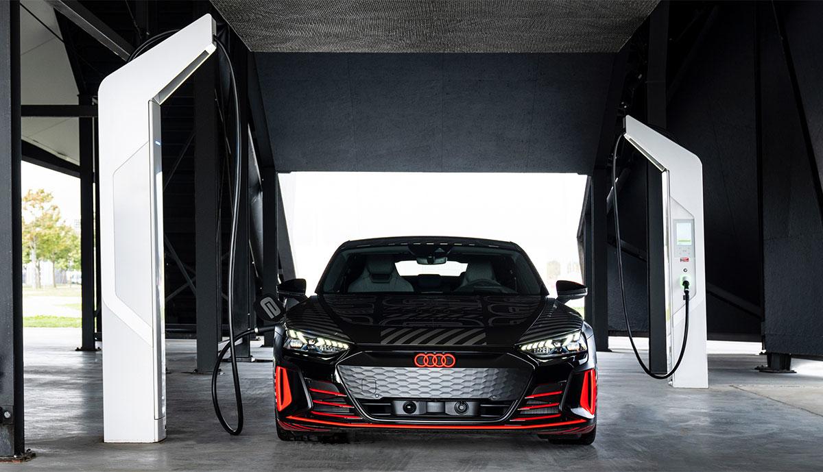 Audi-e-tron-GT-Prototyp-laedt