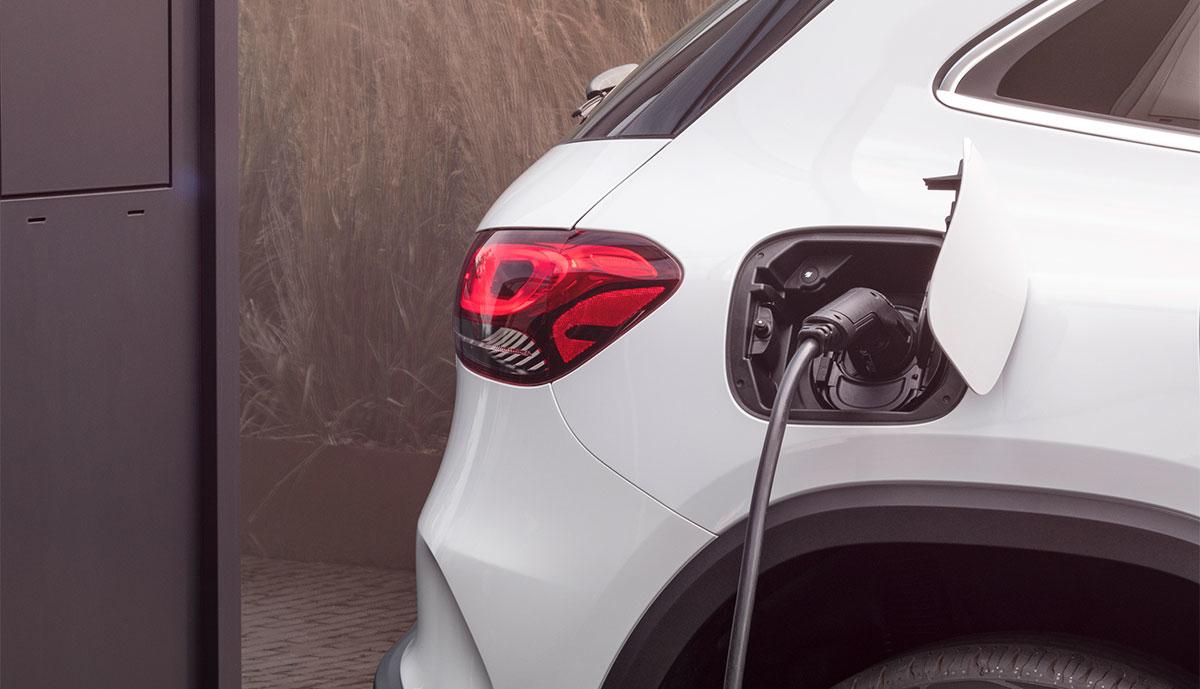 Mercedes-EQA-laedt