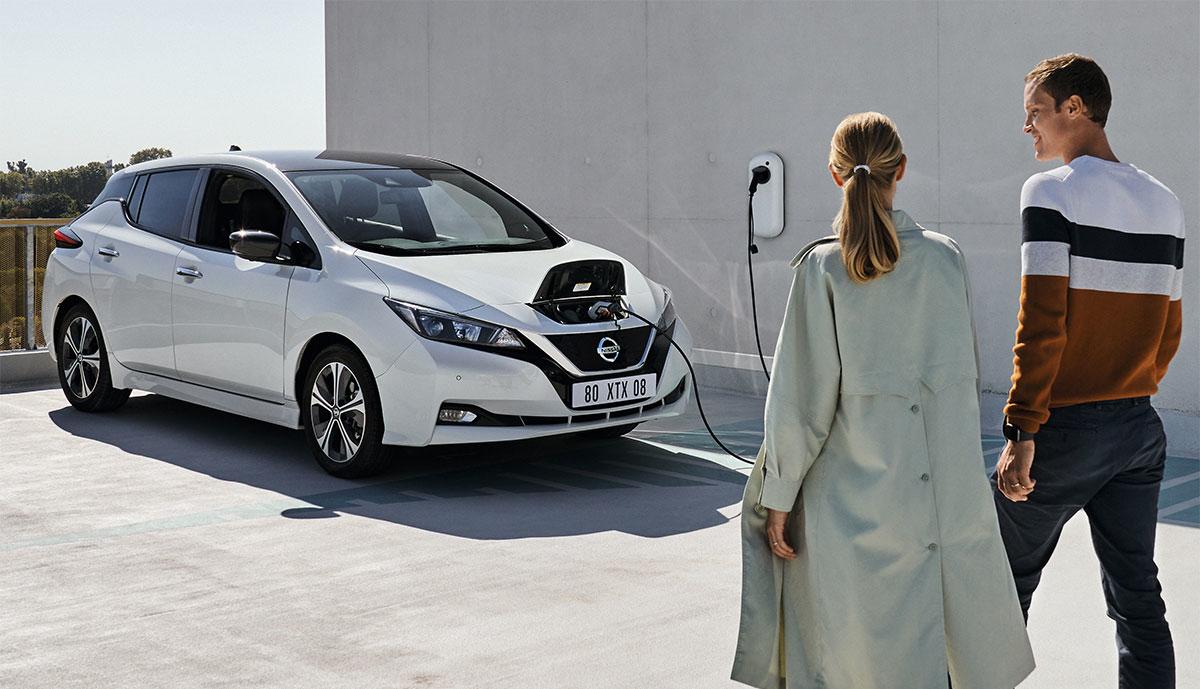 Nissan-LEAF-laedt