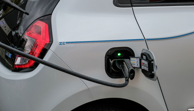Renault-Twingo-Electric-laedt