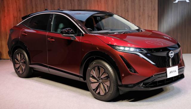 Nissan-Ariya-rot
