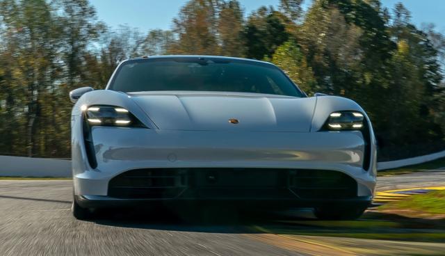 Porsche-Taycan-Front-Rennstrecke
