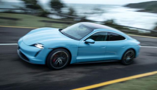 Porsche-Taycan-tuerkis