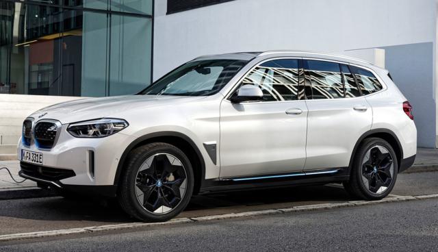 BMW-iX3-laedt