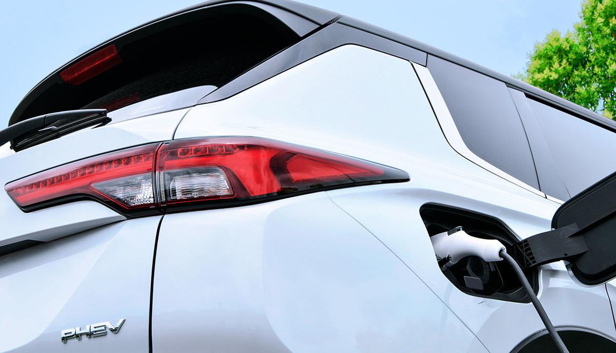Mitsubishi-Outlander-2022-PHEV-Teaser
