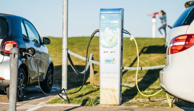 Smart-und-B-Klasse-Elektroautos-laden