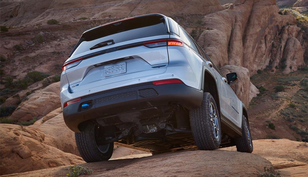 Jeep-Grand-Cherokee-Trailhawk-4xe-2021-6