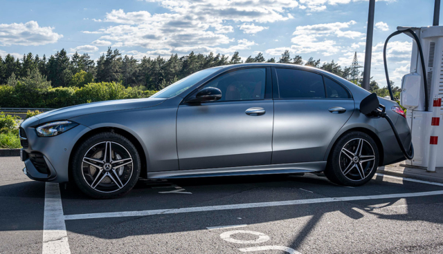 Mercedes-C-300-e-2021-5