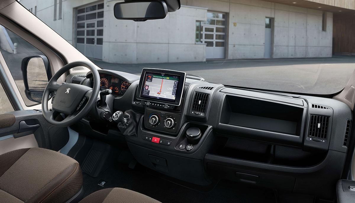 Peugeot-e-Boxer-2020-1
