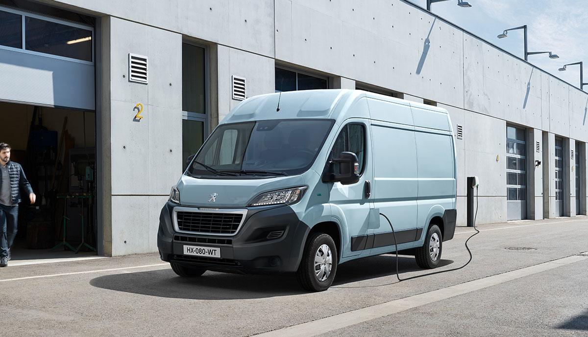 Peugeot-e-Boxer-2020-8