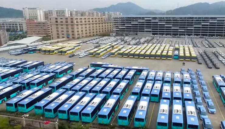 BYD liefert weltgrößte Elektrobus-Flotte aus (Video)