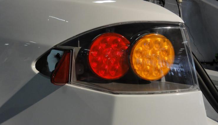 Tesla Model S nur noch Schrott: Was nach einem Elektroauto-Unfall zu tun ist