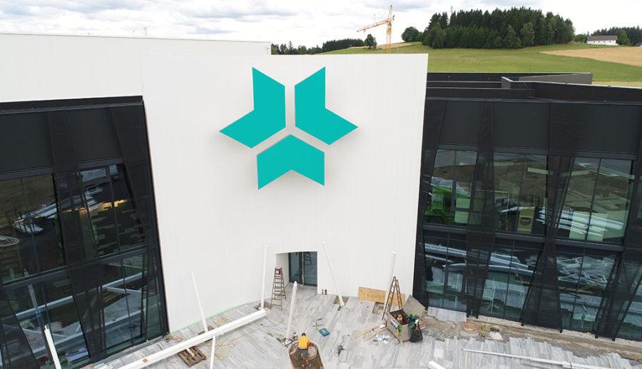 Kreisel Electric: Batteriefabrik kurz vor der Fertigstellung