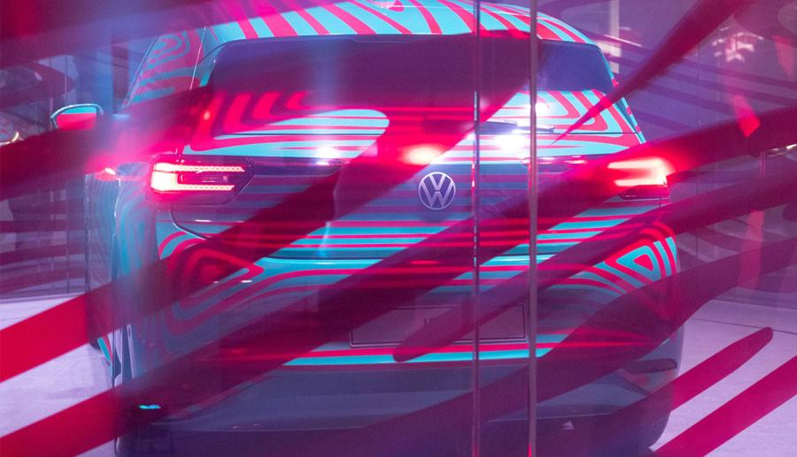 Neue Fotos sollen VW ID.3 mit nur noch wenig Tarnung zeigen