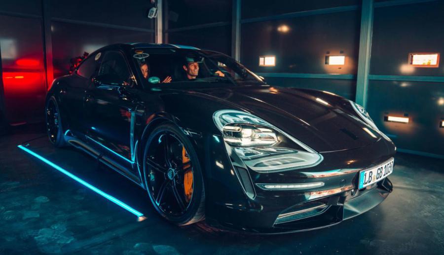 Porsche meldet 30.000 Vorbestellungen für erstes Elektroauto Taycan