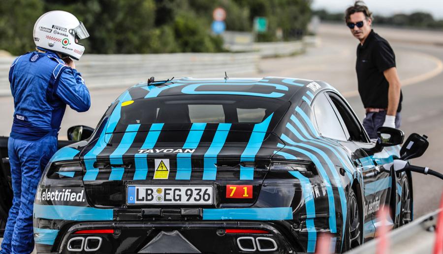 Porsche testet Taycan-Prototyp mit Dauerlauf in Nardò