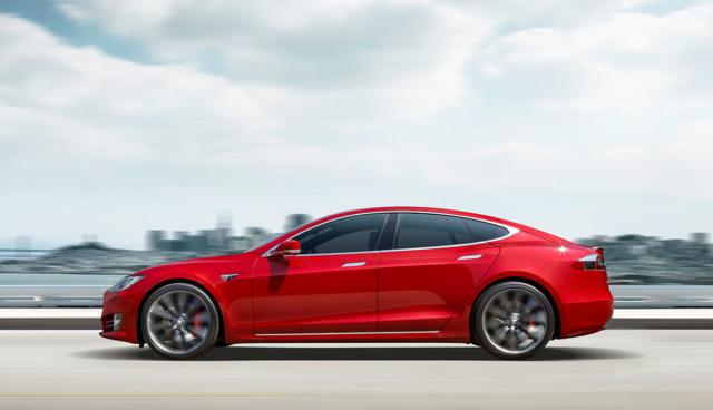 Tesla plant neue Antriebsoption mit drei Motoren für Model S und X