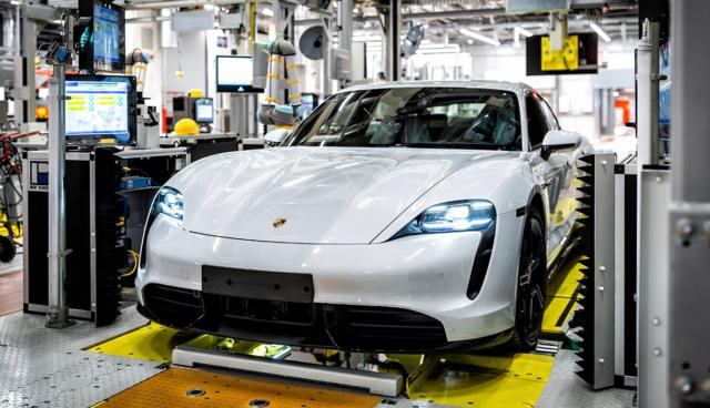 So wird der Porsche Taycan produziert