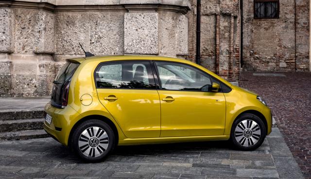 Warten auf höhere Elektroauto-Prämie bringt laut Händlern Verkauf zum Erliegen