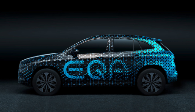 Mercedes-EQA-getarnt