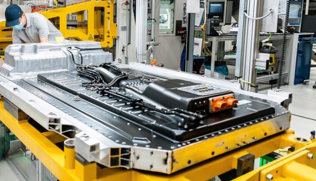 Daimler-Batterie-Produktion-3