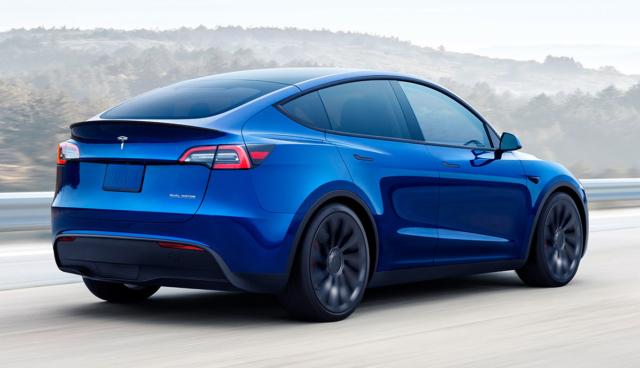 Tesla-Model-Y-blau-Heck