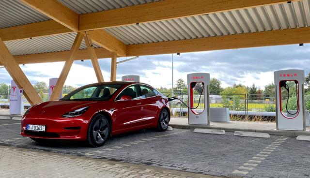 Tesla-Supercharger-Hilden