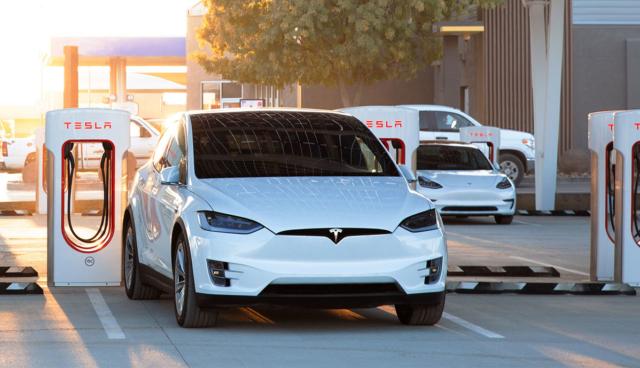 Tesla-Supercharger-Model-X